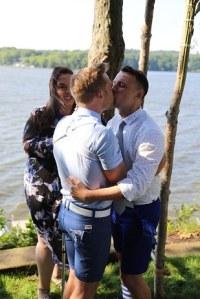 Coppia-gay-si-sposa-su-moto-dacqua-ad-unicorno-3